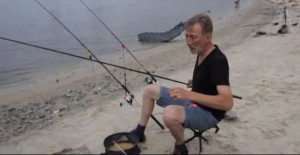 Міська риболовля на Дніпрі – ловля на фідер (відео)